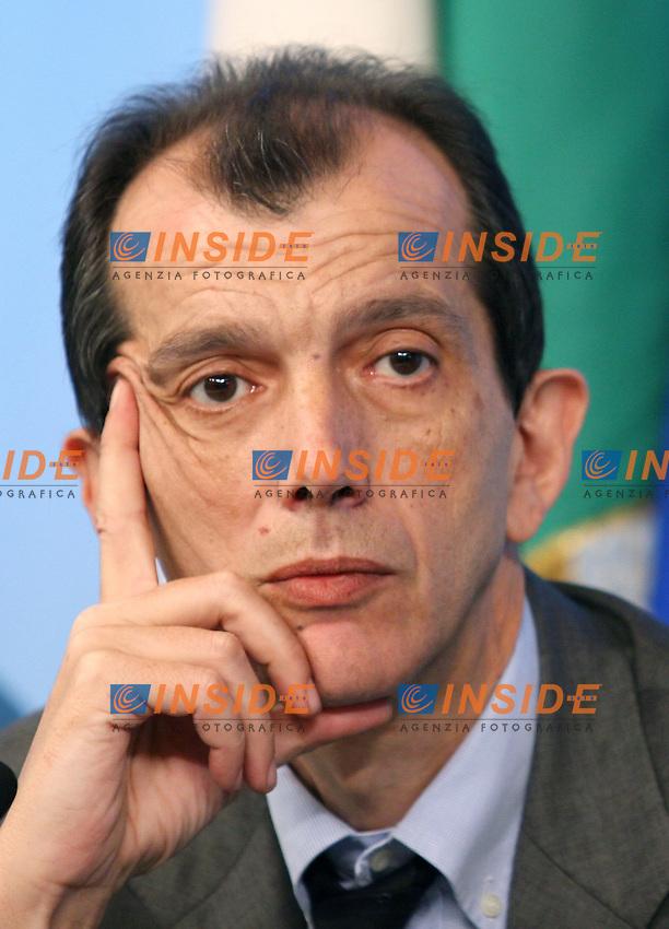 Roma 04-08-2006 Palazzo Chigi:Conferenza Stampa del Consiglio dei Ministri<br /> Nella foto Silvio Sircana<br /> Photo Serena Cremaschi Inside