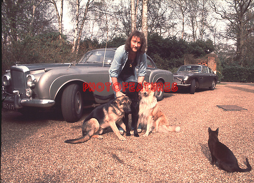 Roger Glover 1975 at home.© Chris Walter.