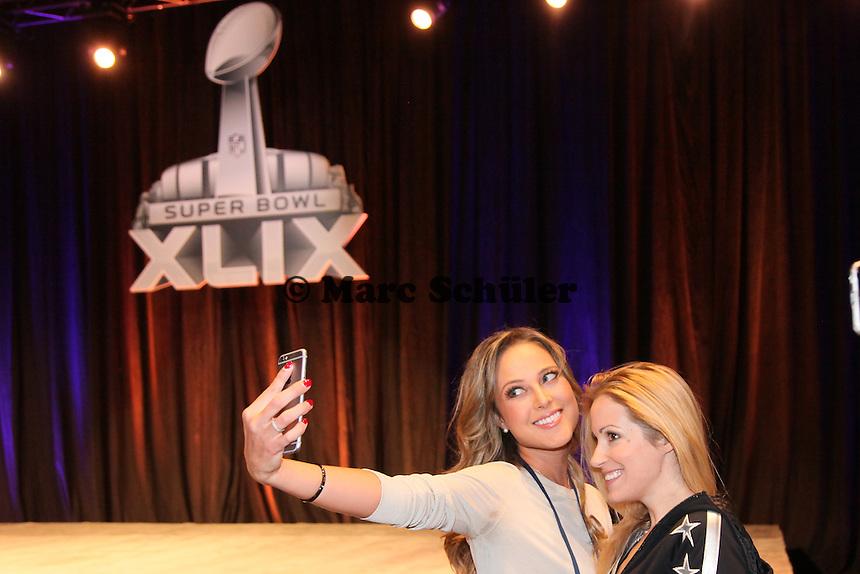 Selfie-Time Moderatorinnen Vanessa Huppenkothen und Andrea Kaiser - Draft Pressekonferenz, Sheraton Downtown Phoenix Hotel