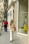 FRANCE / PARIS 25 April 2002--Paris street life. Window shoping..PHOTO: JUHA ROININEN.