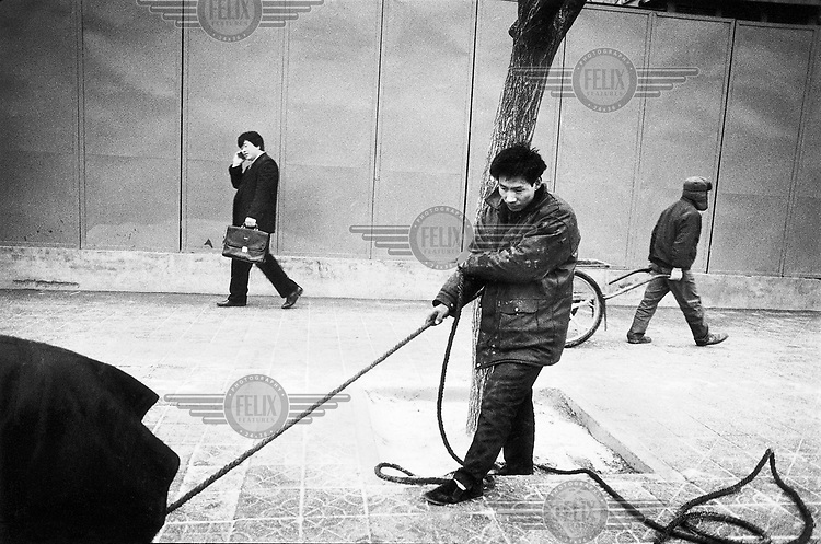 © Rhodri Jones/Panos Pictures..China. Laying new electrical lines. Cetral Beijing.