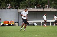 SANTOS, SP, 17.11.2015 - FUTEBOL-SANTOS - David Braz do Santos durante sessão de treinamento no Centro de Treinamento Rei Pelé nesta terça-feira, 17. (Foto: Flavio Hopp / Brazil Photo Press)
