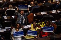 RIO DE JANEIRO, RJ, 01.02.2019 – POLITICA-RJ –   Deputados eleitos fizeram protestos na posse dos candidatos eleito ao cargo de deputados estaduais do Estado do Rio de Janeiro, tomam posse hoje no plenário da Assembleia Legislativa do Estado do Rio de Janeiro (Alerj), nesta sexta-feira (01).(Foto: Vanessa Ataliba/ Brazil Photo Press/folhapress)
