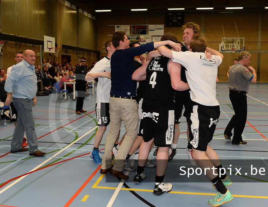 VK Iebac Kampioen in 1e provinciale 2013 - 2014 : vreugde bij de spelers van Ieper<br /> foto VDB / BART VANDENBROUCKE