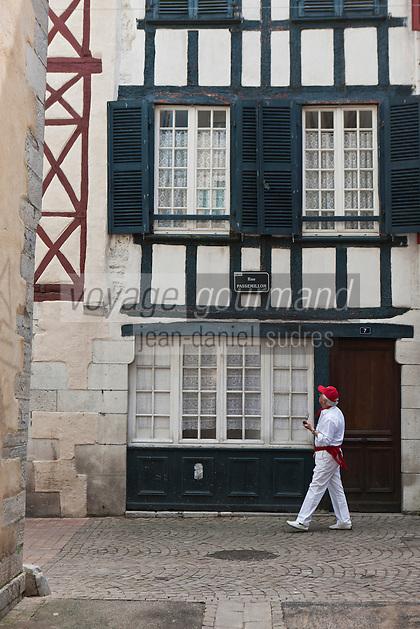 Europe/France/Aquitaine/64/Pyrénées-Atlantiques/Pays-Basque/Bayonne: Fêtes de Bayonne rue Passemillon