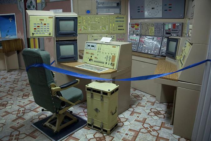 Raketen Kontroll Raum und Pult / Missile launch control panel