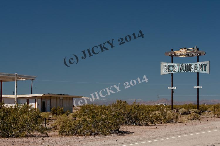 Road Runner restaurant sign along Route 66