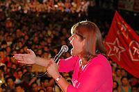 Candidata pela Frente Belém popular as eleições para prefeitura da capital no Pará ,  Senadora Ana Júlia Carepa do  PT,   faz seu discurso encerrando o primeiro turno. Conforme  pesquisa do Ibope haverá segundo  na capital paraense, com a queda de Duciomar de 53% para 43% e a subida da candidata petista de 27% para 33%.<br />A presença do ministro José Dirceu mostra o apoio do governo federal a campanha da candidata<br />Belém Pareá Brasil.<br />29/09/2004<br />Foto Paulo Santos/Interfoto