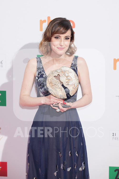 Spanish actress Natalia de Molina poses after being awarded as Best Actress at the 2016 Premios Forque in Madrid, Spain. January 11, 2016. (ALTERPHOTOS/Victor Blanco)