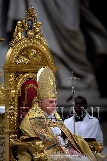 Pope Benedict XVI during the Consistory ceremony in Saint Peter's Basilica at the Vatican November 24, 2007. Pope Benedict, elevating 23 prelates from around the world to the elite rank of cardinal, made a pressing appeal on Saturday for an end to the war in Iraq and decried the plight of the country's Christian minority.