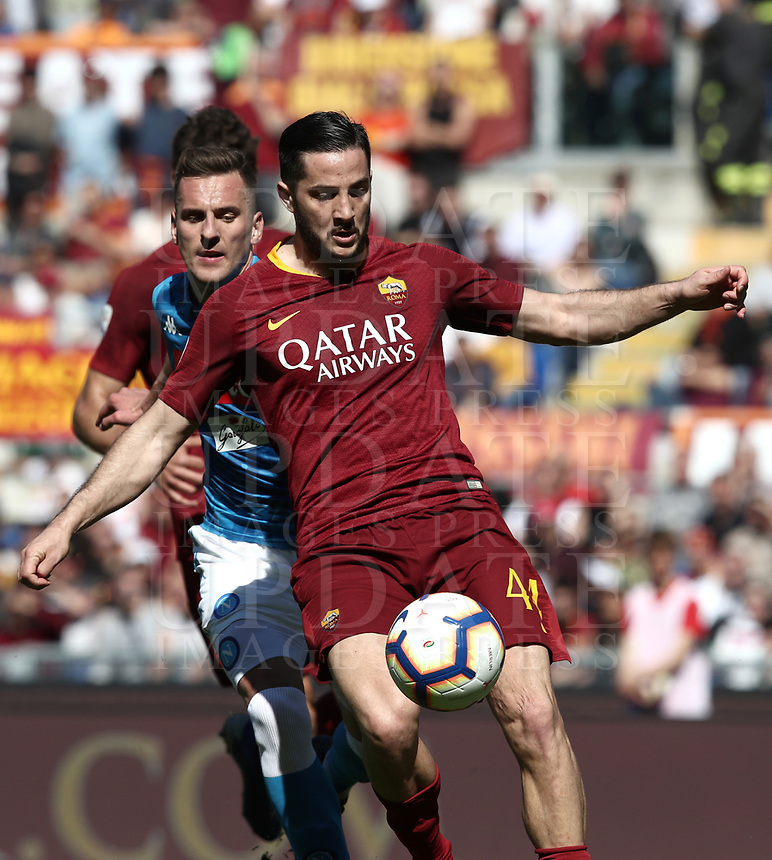Football, Serie A: AS Roma - SSC Napoli, Olympic stadium, Rome, March 31, 2019. <br /> Roma's Kostas Manolas (front) in action with Napoli's Arkadiusz Milik (behind) during the Italian Serie A football match between Roma and Napoli at Olympic stadium in Rome, on March 31, 2019.<br /> UPDATE IMAGES PRESS/Isabella Bonotto