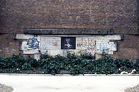 Amsterdam: De Dageraard Estate. Graffiti on wall. Photo '87.
