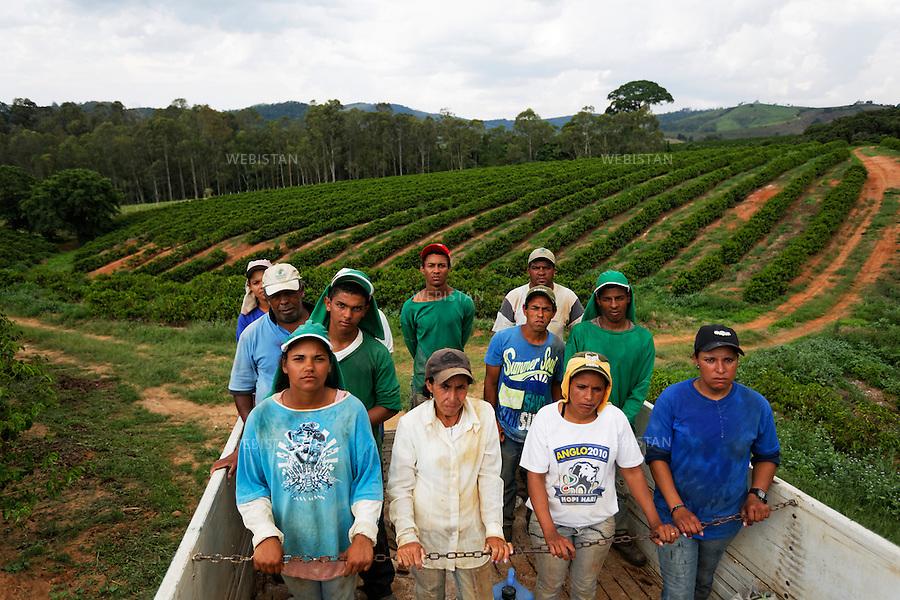 Bresil, etat Minas Gerais, Muzambinho (Nord de Sao Paulo), 30 octobre 2012.<br /> <br /> Fazenda (ferme, exploitation de cafe) Nossa Senhora da Aparecida  ( Notre-Dame de l&rsquo;Apparition ), membre du programme Nespresso AAA&nbsp; : le camion ramene les ouvriers agricoles au point de rassemblement, a la fin d'une journee de travail.<br /> Reportage les Chants de cafe_soul of coffee, realise sur les acteurs terrain du programme de developpement durable Triple AAA de Nespresso.<br /> <br /> Brazil, Minas Gerais, Muzambinho, (North of Sao Paulo), October 30, 2012 <br /> <br /> Fazenda (a coffee farm within a plantation), Nossa Senhora da Apareida (Our Lady of Aparecida), a member of the Nespresso AAA program. A truck brings the farm laborers to the assembly point at the end of the workday. <br /> Assignment: les Chants de cafe_ Soul of Coffee, implemented on the fields of Nespresso&rsquo;s AAA Sustainable Quality Program.