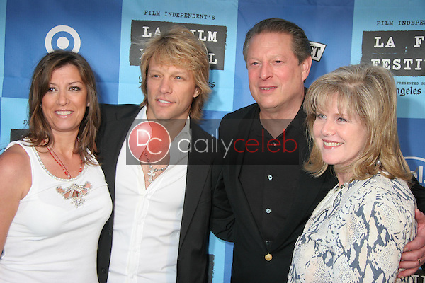 Jon Bon Jovi and wife Dorthea with Al Gore and Tipper Gore<br />at a Special Outdoor Screening of &quot;An Inconvenient Truth&quot;. Grand Performances, Los Angeles, CA. 06-24-06<br />Dave Edwards/DailyCeleb.com 818-249-4998