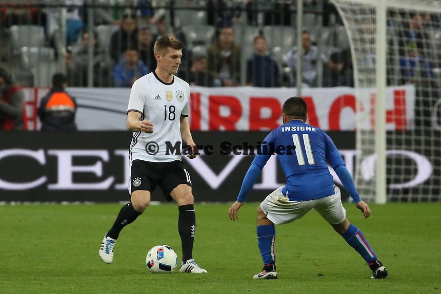 Toni Kroos (D) gegen Lorenzo Insigne (ITA) - Deutschland vs. Italien, Allianz Arena München