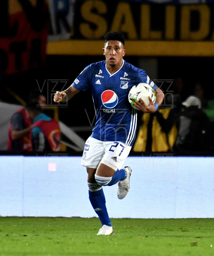 BOGOTÁ-COLOMBIA, 23–10-2019: Sebastián Salazar de Millonarios, corre a celebrar el primer gol anotado de su equipo a Independiente Santa Fe, durante partido entre Millonarios y el Independiente Santa Fe de la fecha 19 por la Liga Águila II 2019  jugado en el estadio Nemesio Camacho El Campín de la ciudad de Bogotá. / Sebastian Salazar of Millonarios runs to celebrate his first scored goal from his team to Independiente Santa Fe, during a match between Millonarios and Independiente Santa Fe of the 19th date for the Aguila Leguaje II 2019 played at the Nemesio Camacho El Campin Stadium in Bogota city, Photo: VizzorImage / Luis Ramírez / Staff.