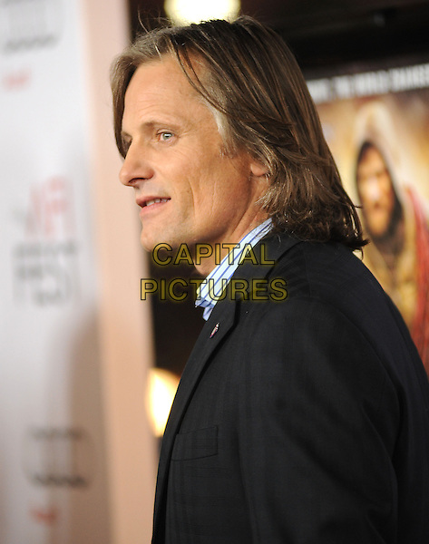 "VIGGO MORTENSEN .arriving at AFI Fest's Gala Screening of ""The Road"" at Grauman's Chinese Theatre in Hollywood, California.  November 4th 2009..portrait headshot profile black pinstripe blue striped shirt .CAP/RKE/DVS.©DVS/RockinExposures/Capital Pictures."