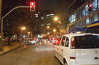 SAO PAULO, SP, 04 DE JUNHO 2012 – POLÍCIA - Polícia Militar durante Blitz da Lei Seca nesta noite de segunda-feira (4), na Praca da Republica,  zona central da capital. Segundo os policiais que particiam da operacao, o objetivo e tambem verificar documentacao de veiculos, apreensao de foragidos,drogas e armas ilegais, alem de flagrar motoristas embriagados. (FOTO: RICARDO LOU / BRAZIL PHOTO PRESS).