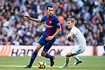 Sergio Busquets Burgos (L) of FC Barcelona is tackled by Toni Kroos of Real Madrid during the La Liga 2017-18 match between Real Madrid and FC Barcelona at Santiago Bernabeu Stadium on December 23 2017 in Madrid, Spain. Photo by Diego Gonzalez / Power Sport Images