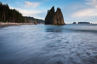 Sea stack at Rialto Beach, Oplymic national park, Washington, USA