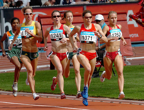 20 March 2006: English runner Helen Clitheroe competing in the first round of the Women's 1500m at the Commonwealth Games. Photo: Peter Downing/actionplus...060520 woman female athletes athletics