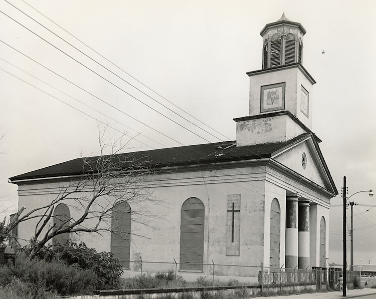 1964 September 01..Conservation.Downtown North (R-8)..Bank Street Baptist Church.501 Bank Street..VU Photos.NEG# 733.NRHA# 3224..