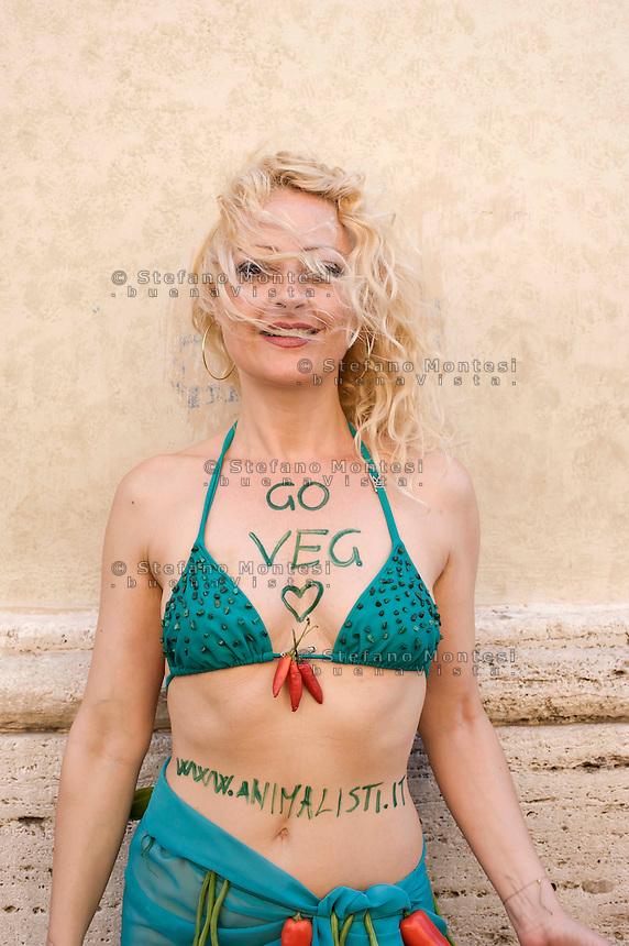 Roma 2 Luglio  2013<br /> L'Associazione &quot;Animalisti Italiani Onlus&quot; lancia la prima campagna vegana in Italia.<br /> <br /> Rome July 2nd 2013  <br /> The Association &quot;Animalisti Italian Onlus&quot; launches its first campaign vegan  in Italy .