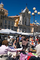 L'Aquila, Abruzzo, Italy, June 2008. Market day on the piazza in front of the Duomo Cathedral. The narrow streets, of the medieval city of L'Aquila, are lined with monumantal buildings. Photo by Frits Meyst/Adventure4ever.com