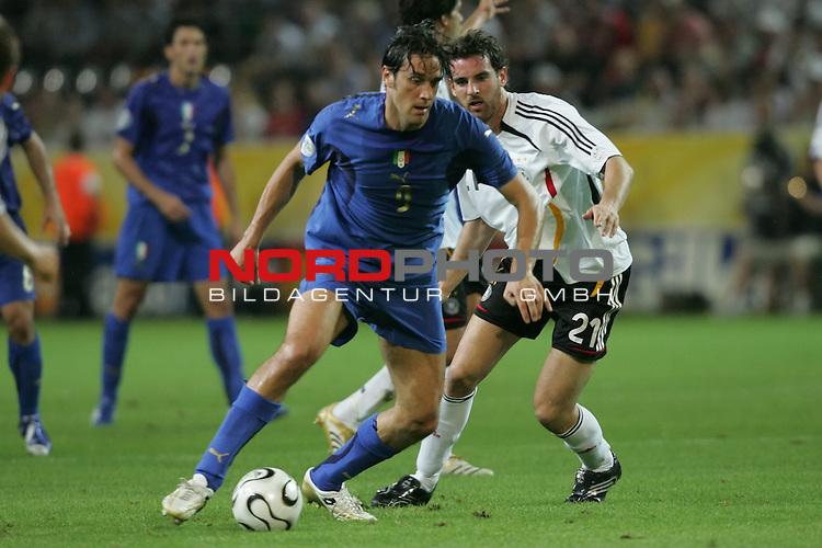 FIFA WM 2006 -  Semi Finals / Halbfinale<br /> Play    #61 (04-Juli) - Deutschland - Italien 0:2 n.V.<br /> <br /> Luca Toni (links) von Italien im Zweikampf mit Christoph Metzelder (rechts) von Deutschland.<br /> <br /> Foto &copy; nordphoto