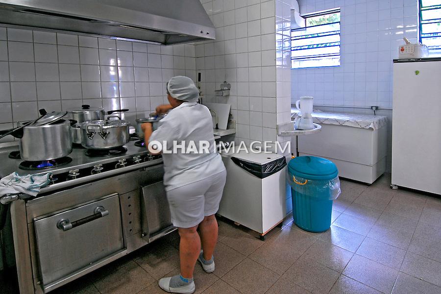 Cozinha do abrigo infantil Obra do Berço. Rio de Janeiro. 2007. Foto de Luciana Whitaker.