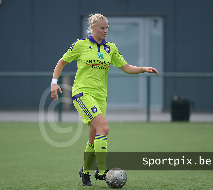 20150808 - ZULTE , BELGIUM : Anderlecht's Ella Van Kerkhoven pictured during a friendly soccer match between the women teams of Zulte-Waregem and RSC Anderlecht  , during the preparations for the 2015-2016 SUPERLEAGUE season, Saturday 8 August 2015 . PHOTO DAVID CATRY