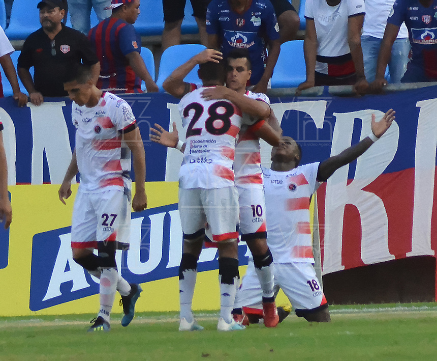 SANTA MARTA- COLOMBIA, 31-08-2019: Acción de juego entre los equipos  Unión Magdalena y Cúcuta Deportivo durante partido por fecha 9 de la Liga Águila II 2019 jugado en el estadio Sierra Nevada de la ciudad de Santa Marta. / Action game between Union Magdalena agaisnt of Cucuta Deportivo during match for the date 9 as part of the  Aguila League  II 2019 played at the Sierra Nevada Stadium in Santa Marta  city. Photo: VizzorImage / Gustavo Pacheco / Contribuidor