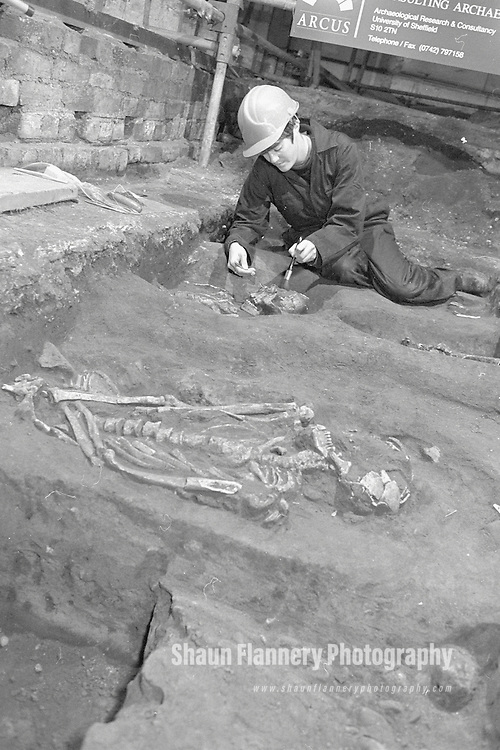 Pix: Shaun Flannery/shaunflanneryphotography.com...COPYRIGHT PICTURE>>SHAUN FLANNERY>01302-570814>>07778315553>>..22nd December 1994..Archaeologist from ARCUS Consulting Archaeologists inspect human remains which were found during the 'rebuild' of Doncaster Corn Exchange following a serious fire in January 1994.