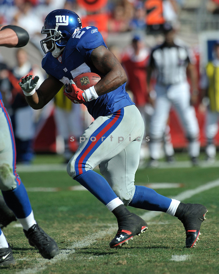 BRANDON JACOBS, of the New York Giants in action during the Giants game against the  Tampa Bay Buccaneers on January 6, 2007 in Tampa Bay, Florida...GIANTS win 24-14..SportPics