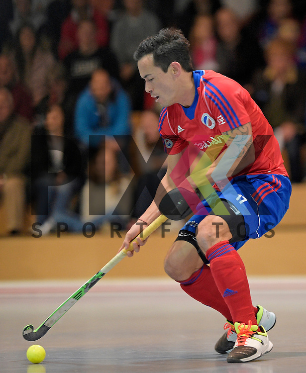 GER - Mannheim, Germany, November 28: During the 1. Bundesliga Sued Herren indoor hockey match between Mannheimer HC (red) and TG Frankenthal (white) on November 28, 2015 at Irma-Roechling-Halle in Mannheim, Germany. Final score 7-7 (HT 3-3).  Patrick Harris #17 of Mannheimer HC<br /> <br /> Foto &copy; PIX-Sportfotos *** Foto ist honorarpflichtig! *** Auf Anfrage in hoeherer Qualitaet/Aufloesung. Belegexemplar erbeten. Veroeffentlichung ausschliesslich fuer journalistisch-publizistische Zwecke. For editorial use only.