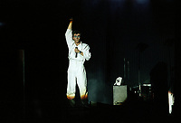 Peter Gabriel<br />  en spectacle, le 20 juillet 1983, a la Place des nations<br /> <br /> PHOTO : Agence Quebec Presse