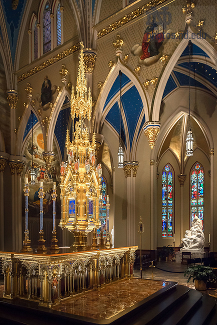 December 13, 2017; High altar in the Basilica of the Sacred Heart with the Mestrovic Pieta statue in the background. (Photo by Matt Cashore/University of Notre Dame)
