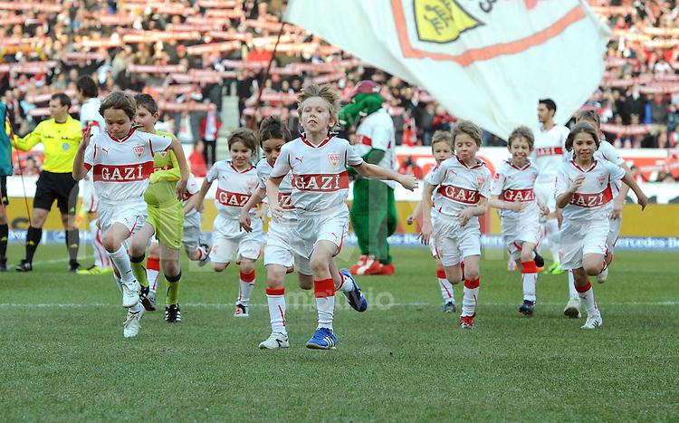 Fussball 1. Bundesliga:  Saison   2010/2011    20. Spieltag VfB Stuttgart - SC Freiburg   30.01.2011 VfB Einlaufkinder rennen  vom Spielfeld