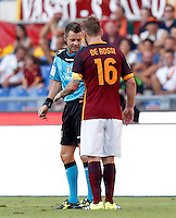 Calcio, Serie A: Roma vs Juventus. Roma, stadio Olimpico, 30 agosto 2015.<br /> Roma&rsquo;s Daniele De Rossi, right, argues with referee Nicola Rizzoli during the Italian Serie A football match between Roma and Juventus at Rome's Olympic stadium, 30 August 2015.<br /> UPDATE IMAGES PRESS/Riccardo De Luca