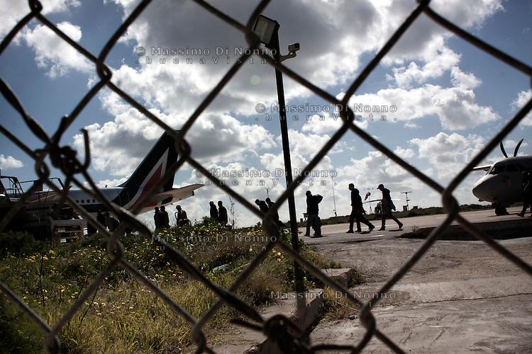 Lampedusa: immigrati all'aereoporto di Lampedusa, vengono trasferiti nei centri accoglienza di Brindisi e Bari..Lampedusa: migrants transferred to centers for migrants in Bari and Brindisi by plane. Lampedusa is the landing point for migrants coming from North Africa after the revolution in Tunisia and Libya