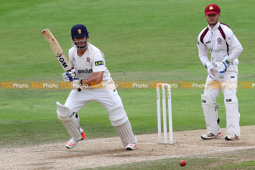 Ryan ten Doeschate in batting action for Essex CCC as Ben Duckett looks on from behind the stumps