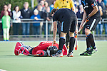UTRECHT - HOCKEY -  Blessure voor HGC keeper Sam van der Veen raakt geblesseerd  tijdens de hoofdklasse competitiewedstrijd tussen de mannen van Kampong en HGC (2-2). COPYRIGHT KOEN SUYK