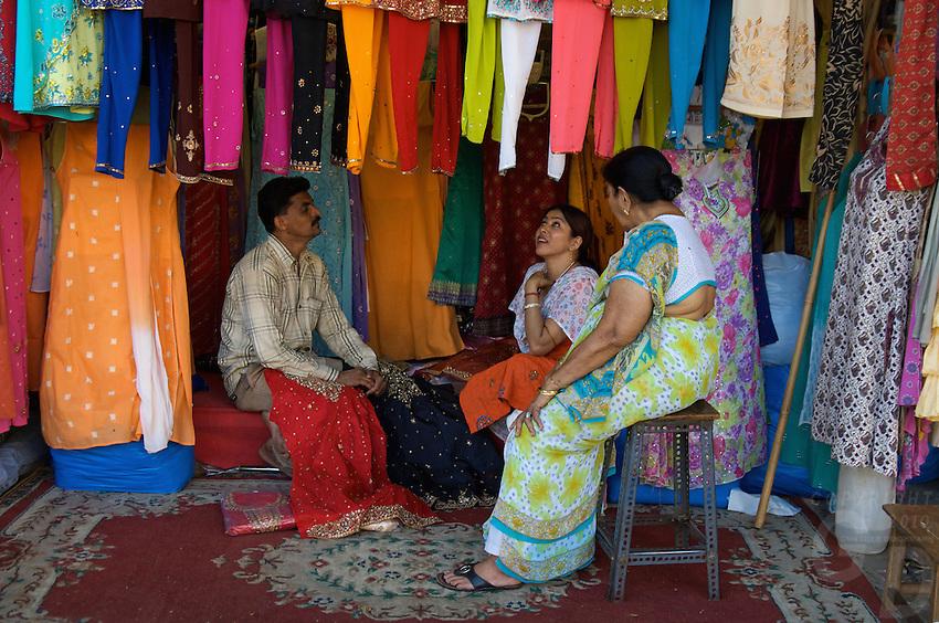 Central Mumbai shopping for new traditional Indian clothing, Mumbai, India