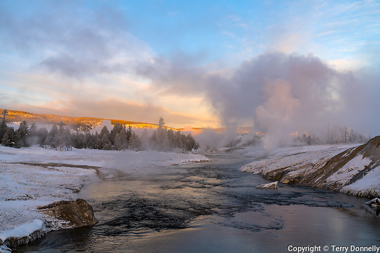 Yellowstone National Park, Wyoming: Winter dawn on the Firehole river, upper geyser basin