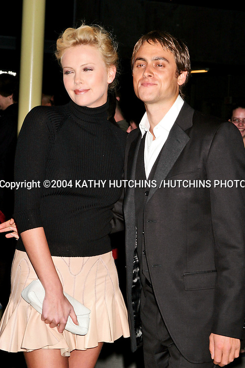 """©2004 KATHY HUTCHINS /HUTCHINS PHOTO.PREMIERE OF """"SHADE"""".LOS ANGELES, CA.APRIL 5, 2004 ..CHARLIZE THERON.STUART TOWNSEND"""