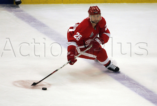 30 May 2009: Detroit Red Wings defenseman Brian Rafalski (28) skates with the puck during the first period of game one of the Pittsburg Penguins at Detroit Red Wings NHL Stanley Cup Finals, at Joe Louis Arena, in Detroit, Michigan. (Photo: Tony Ding/ActionPlus) UK Editorial License Only
