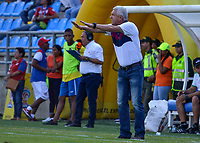 SANTA MARTA - COLOMBIA, 02-02-2019: Humberto Sierra técnico de Equidad gesticula durante el partido entre Unión Magdalena y La Equidad como parte de la Liga Águila I 2019 jugado en el estadio Sierra Nevada de la ciudad de Santa Marta. / Humberto Sierra coach of Equidad gestures during match for the date 3 between  Union Magdalena and La Equidad as a part Aguila League I 2019 played at Sierra Nevada stadium in Santa Marta city. Photo: VizzorImage / Gustavo Pacheco / Cont