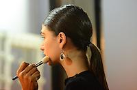 RIO DE JANEIRO, RJ, 09.11.2013 - FASHION RIO / ANDREA MARQUES -  Backstage da grife Andrea Marques, durante o Fashion Rio, coleção Outono/Inverno 2014, no Píer Mauá, na zona portuária da capital carioca, neste sábado, 09 (Foto: Marcelo Fonseca / Brazil Photo Press).
