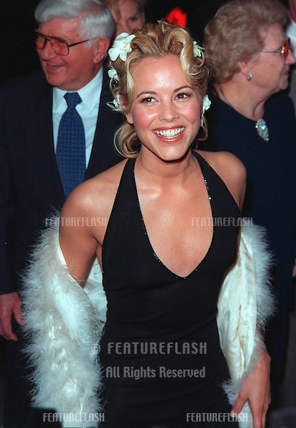 "28JAN99:  ""ER"" star MARIA BELLO at the world premiere, in Los Angeles, of her new movie ""Payback"" in which she stars with Mel Gibson, Deborah Kara Unger & Lucy Liu...© Paul Smith / Featureflash"