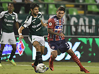 PALMIRA - COLOMBIA, 19-02-2019: Matias Cabrera del Cali disputa el balón con Uvaldo Luna de Unión durante partido por la fecha 5 de la Liga Águila I 2019 entre Deportivo Cali y Unión Magdalena jugado en el estadio Deportivo Cali de la ciudad de Palmira. / Matias Cabrera of Cali vies for the ball with Uvaldo Luna of Union during match for the date 5 as part Aguila League I 2019 between Deportivo Cali and Union Magdalena played at Deportivo Cali stadium in Palmira city.  Photo: VizzorImage / Gabriel Aponte / Staff